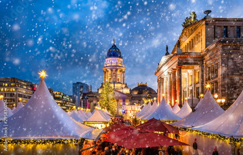 Fotomurales - Traditional German Christmas market at the Gendarmenmarkt square in Berlin