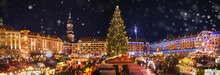 Fotomurales - Panorama of dresdener christmas market in the snow