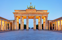Fotomurales - Germany capital city - Berlin, Brandenburg Gate at night