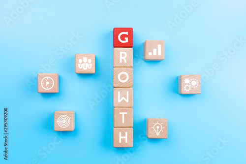 Fotomurales - Action plan and Business process management concept, wooden blocks with word GROWTH and business strategy icons on blue background, copy space