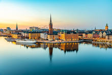 Fotomurales - Sunset view of Gamla stan in Stockholm from Sodermalm island, Sweden