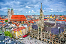 Fotomurales - The New Town Hall located in the Marienplatz in Munich, Germany