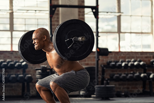 Fotomurales - Mature strong man lifting weights at crossfit