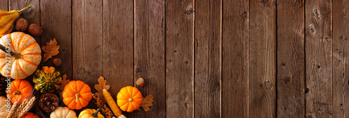 Fotomurales - Autumn corner border banner of pumpkins, gourds and fall decor on a rustic wood background with copy space