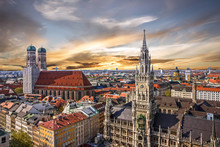 Fotomurales - Munich sunset panoramic architecture, Bavaria, Germany.